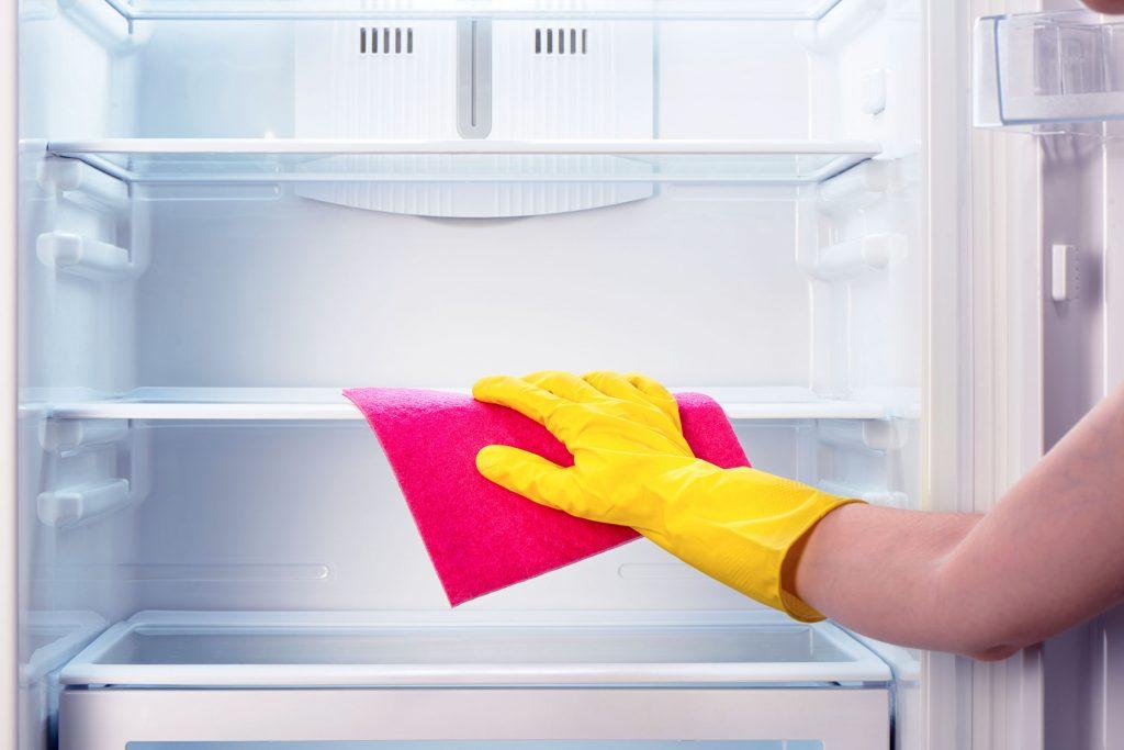 Buzdolabı temizliği çamaşır suyu ile temizleme yöntemi