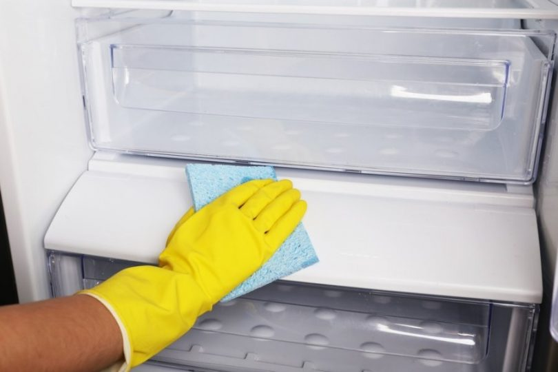 Buzdolabı temizliği Çamaşır Suyu ile 10 Dakikada Nasıl Yapılır?